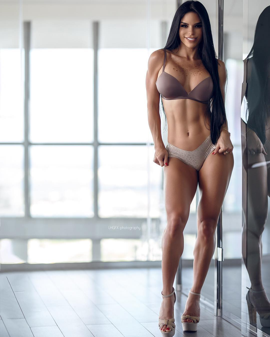 Michelle Lewin Nude Photos 2