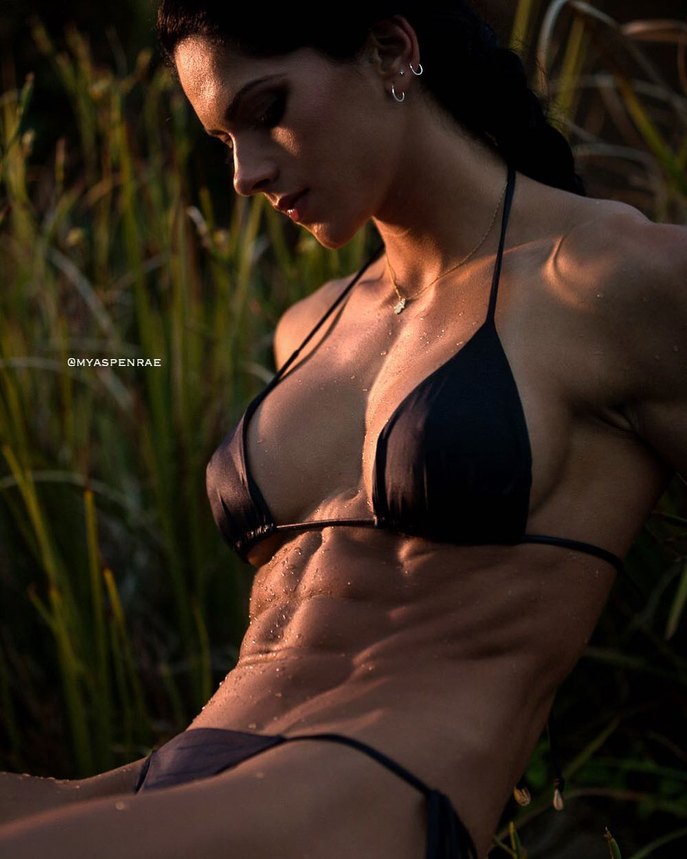 マッチョほどではない筋肉質の美女の画像☆24 YouTube動画>5本 ->画像>799枚